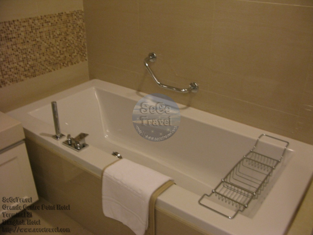 SeCeTravel-Grande Centre Point Hotel Terminal 21-Grand Deluxe-bathroom3