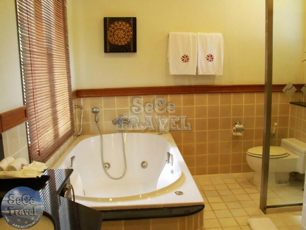 Angsana Laguna Grand Pool Residence-MASTER BATHROOM-1